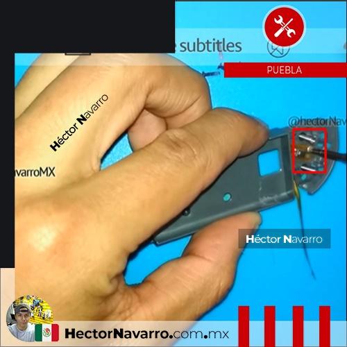 Paso 11 Con cuidado quitar el tornillo que sujeta el flex ZL al middle frame